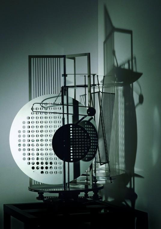 44_Licht-Raum-Mod (László Moholy-Nagy, Light Space Modulator, 1922-1930)